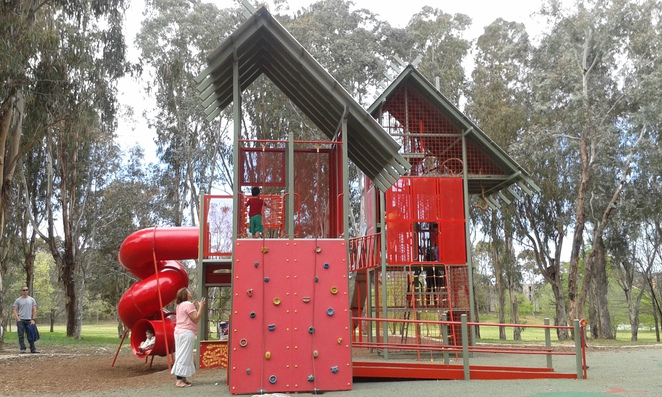 John Knight Memorial Park, Belconnen playgrounds, best playgrounds in Canberra, best playgrounds in ACT, picnic spots, free BBQ's
