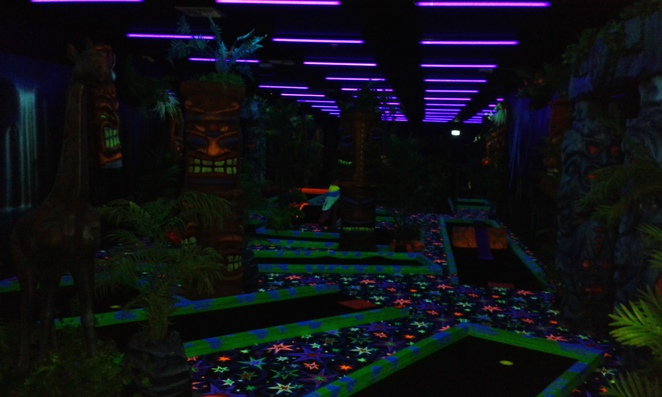 jungle glow in the dark mini golf, mini golf, powerkart raceway, griffith, canberra, family friendly, putt putt, ACT, indoor mini golf
