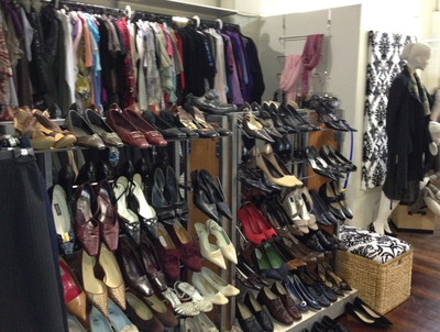 shoes, scarves, jewelry, dresses, skirts, suits, donations, Dress for Success, volunteer