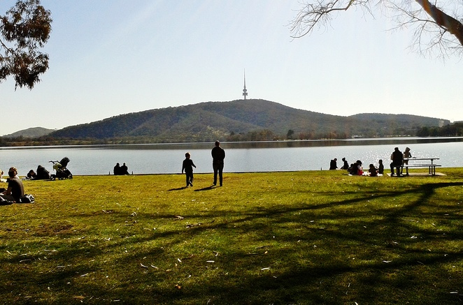 snapper on the lake, canberra, yarralumla, lake burley griffin, canberra southern cross club, ACT, fish and chips, lake, kids, families, telstra tower, black mountain,