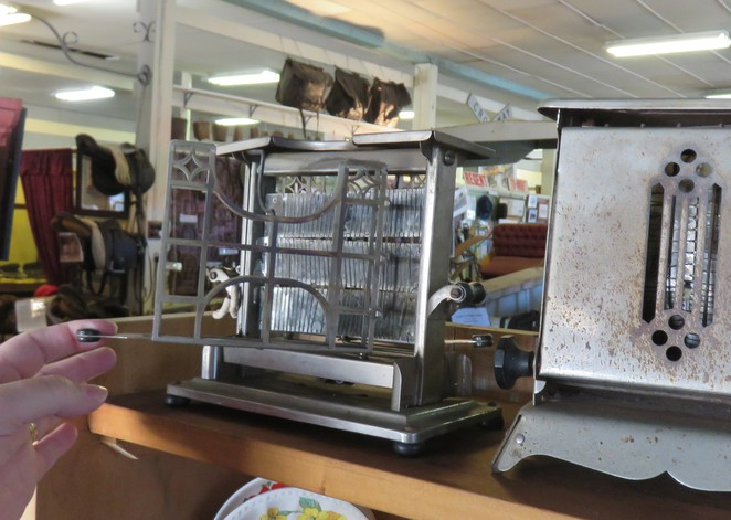 antique toaster, antique kitchen, antiques, zara clark museum, charters towers, toruist attractions in charters towers, history in queensland,