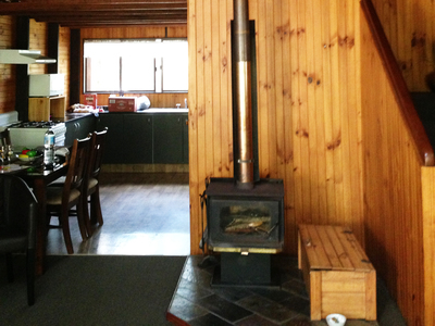 Springbrook, Mountain, Chalet, Interior, Level 1, Fireplace, Kitchen