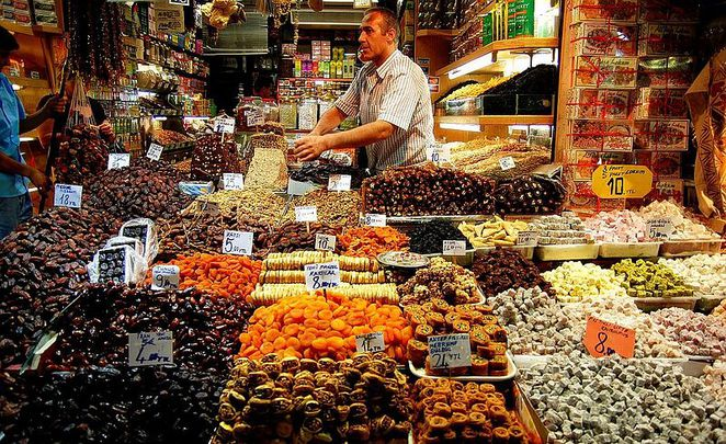 Preserved fruits and Turkish Delight shop in Spice Bazaar, Istanbul, Turkey