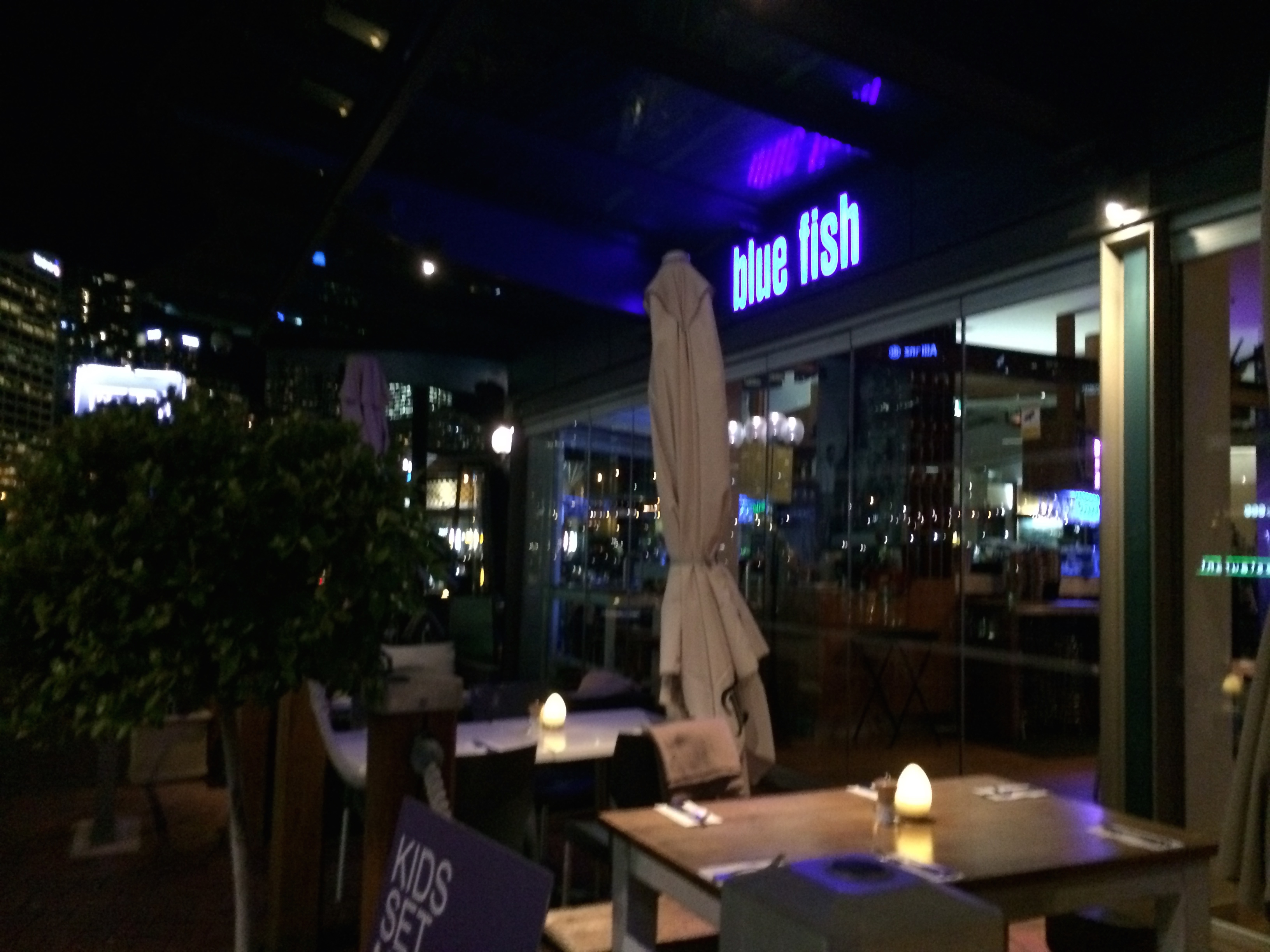 Blue fish restaurant darling harbour sydney for The fish restaurant