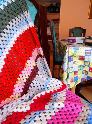 Crochet is such an enjoyable hobby, and simple rugs like this are very easy to make, even for beginners.