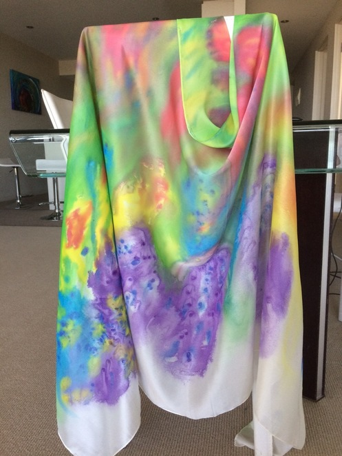 silk painting can create luxurious gifts for family or friends in scarves, wall hangings or wearable art