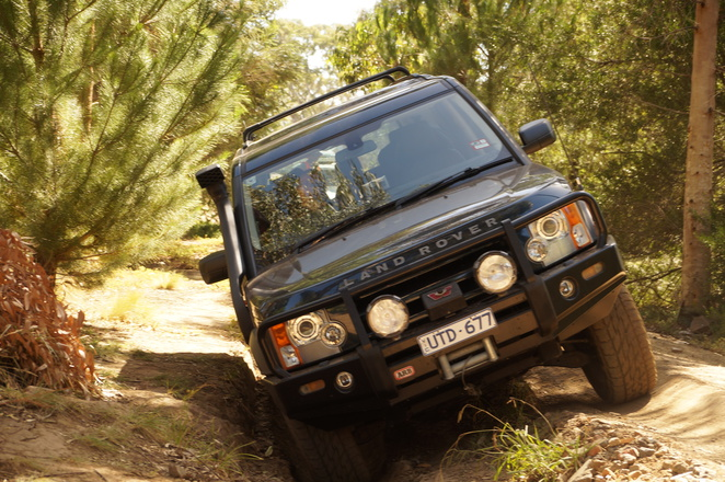 4WD, 4X4, uneven track, leaning car