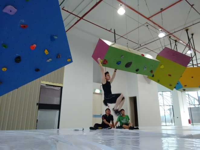 floating holds xero gravity petaling jaya climbing gym