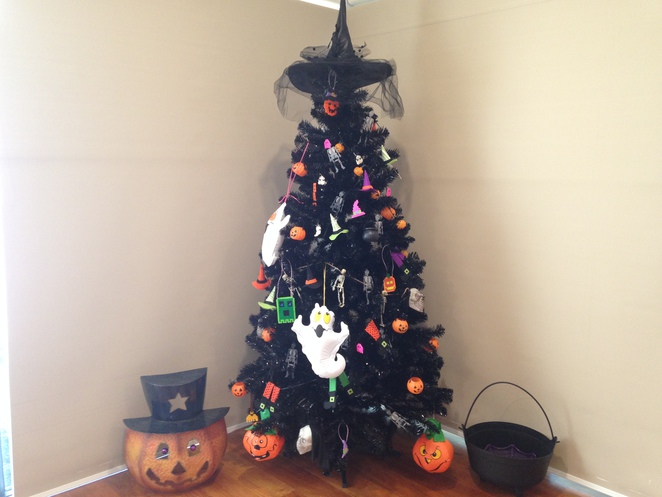 halloween decorations, halloween themes, home made halloween decorations, halloween christmas tree, unusual halloween decorations, halloween children activities, halloween hamer beads, halloween loom band ghosts