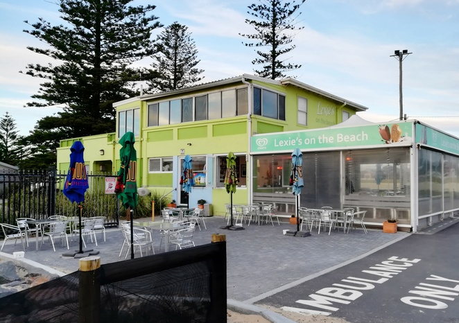 lexies on the beach, stockton, NSW, beachfront, fishing, cafes, breakfast, lunch, ice creams, things to do in stockton, nrma stockton beach holiday park, beachfront cafes,