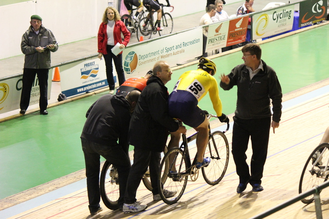 Sprinting track cycling