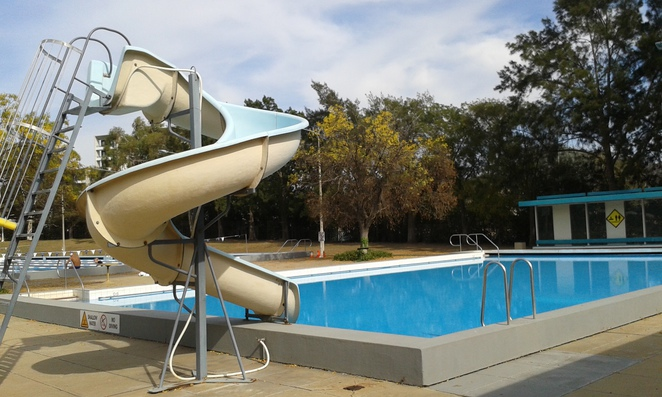 swimming pools, splash parks, water play, canberra, ACT, kids, school holidays,