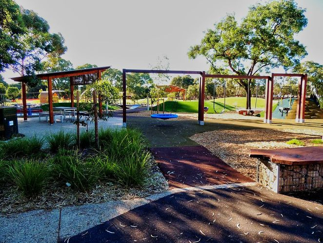 adelaide parklands, guided walks, free guided walks in adelaide parklands, in adelaide, bonython park, community centre, free guided walks, all ages welcome, bonython park playground