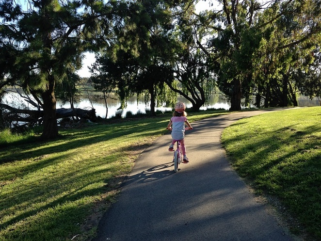 bike riding, families, kids, bike paths, flat, kids, children, family bike rides, ACT, lake tuggeranong,