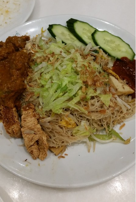 Fried Vegetarian Mee Hoon With Mutton Curry