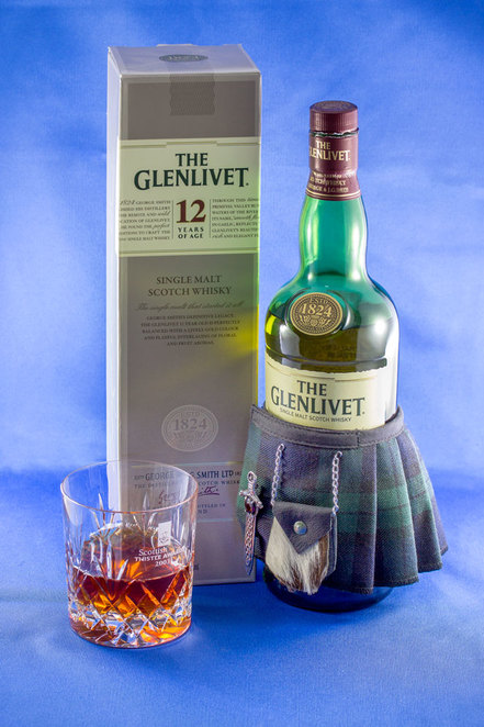glenlivet, scotch, whisky, whiskey, kilt, bottle, glass, crystal