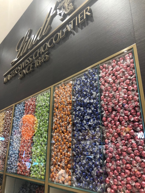 Lindt Chocolate Store Perth, Lindt Chocolate Store DFO, DFO Perth, Perth factory outlet, Perth chocolate shops, discount chocolate shops Perth, Lindor Balls Perth