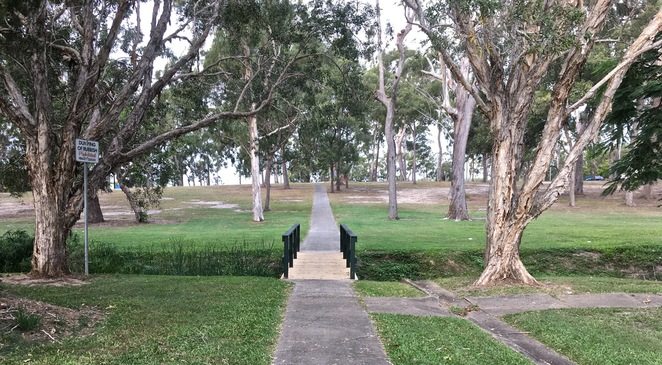 Ngulli Bui Park, Gold Coast, Picnic tables, Picnic Spot, Dog Walking, Olsen Avenue, Harbourtown, dog walking, walking track, Tamara street, bridge,