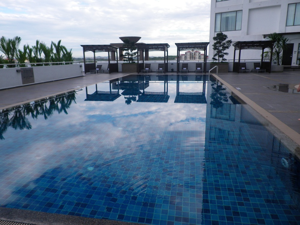 Renaissance johor bahru hotel malaysia for Terrace swimming pool