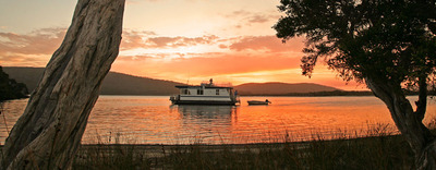 Image is from the Walpole Houseboat Holidays website.