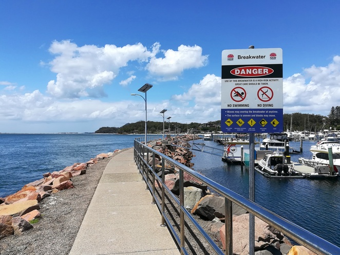 harbour bay cafe, nelson bay, port stephens, NSW, fish and chips, seafood, prawns, seafood basket, oysters, local seafood, best fish and chips in nelson bay