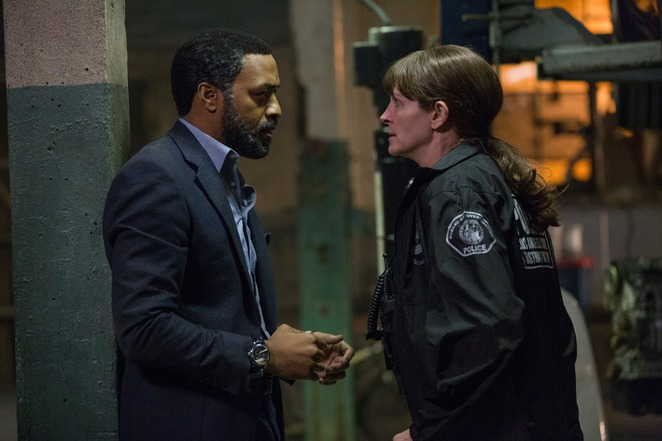 Chiwetel Ejiofor and Julia Roberts In The Secret in their Eyes