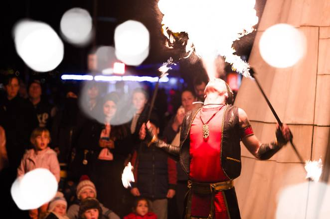 ffirelight festival 2018, community event, fun things to do, docklands, winter solstice, night life, date night, pyrotechnics, flame jets, fire drums, roving performers, eclectic usic, bespoke settings, performances, gypsy tunes, new orleans brass, jazz, mariachi, bluegrass, one man band, scorching entertainment, wooden sculptures, christian patton, bbq, food trucks
