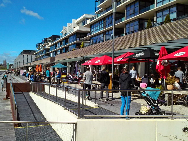 kingston foreshore, canberra, ACT, cafes, restuarants, sunday, 7th bake and patisserie, walt and burley, local press,