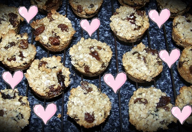 Lunch Box Oat & Date Cakes, date recipes, recipes, dates, oats, cakes, lunch box, ideas, filling, no sugar, sultanas, dates, honey, egg whites, margaraine, sultanas, australia, easy, family, kids, children, school,