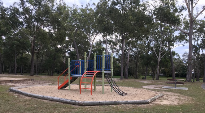 Ngulli Bui Park, Gold Coast, Picnic tables, Picnic Spot, Dog Walking, Olsen Avenue, Harbourtown, dog walking, walking track, playground, play equipment,