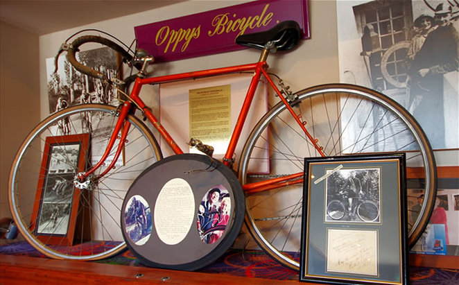 Oppy's bicycle, Norlane Hotel