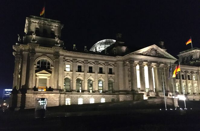 reichstag building,germany,berlin,tourist,free,democracy