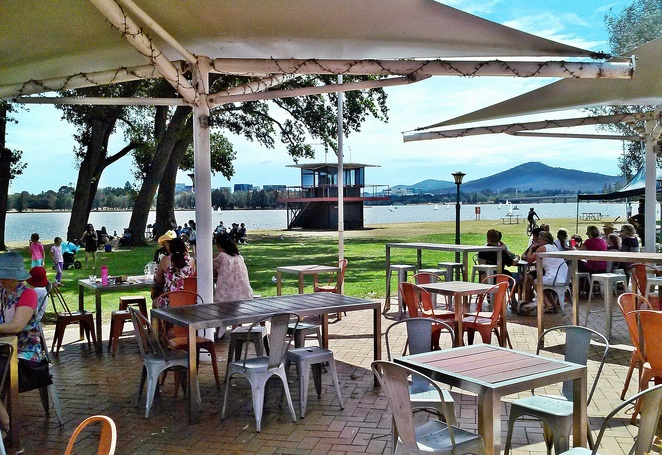 snapper on the lake, canberra, canberra southern cross yacht club, views, fish and chips, outdoor dining, el fresco, families, kids,