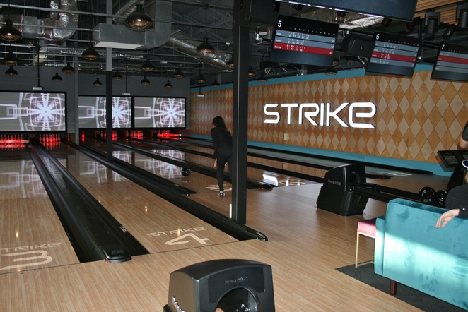 Holey Moley golf club Strike bowling