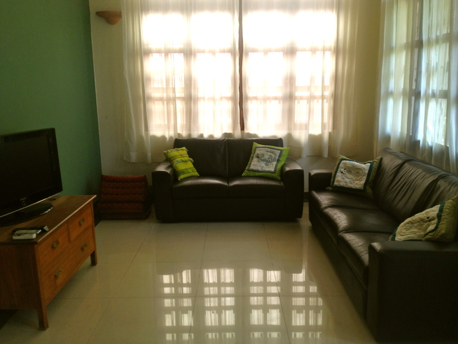 leather lounge suite conditioning and cleaning, cleaning leather, conditioning leather, natural leather cleaners, leather
