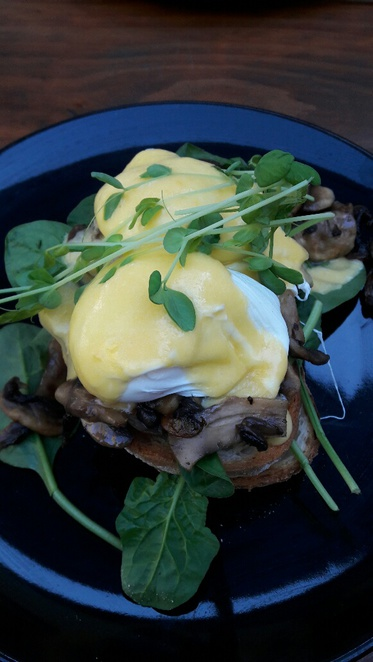 Little Bird Cafe, eggs benedict