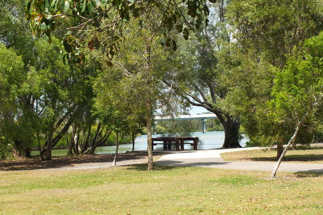 Weyba Esplanade Park, Lake Weyba, Noosa, grassed area, off-leash at all times, Noosa River, flying squirrels, stingrays, gubbi gubbi tribe, birdwatching, fishing, kayaking, stand-up paddle boarding