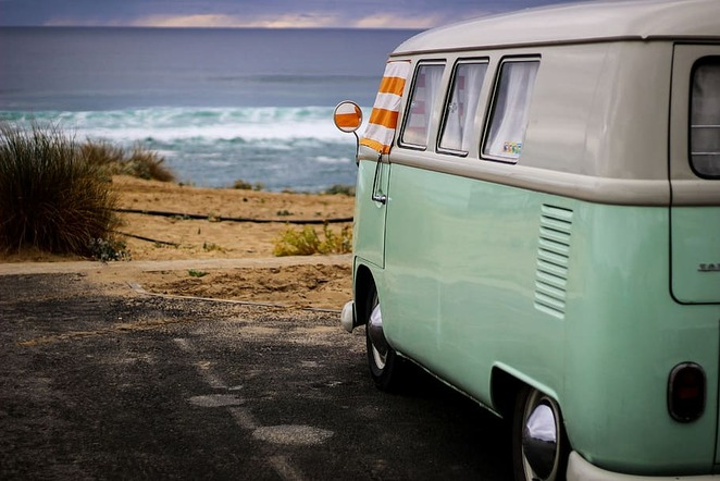 Find a beach, park your home, is always appealing (picture courtesy of Pxfuel)