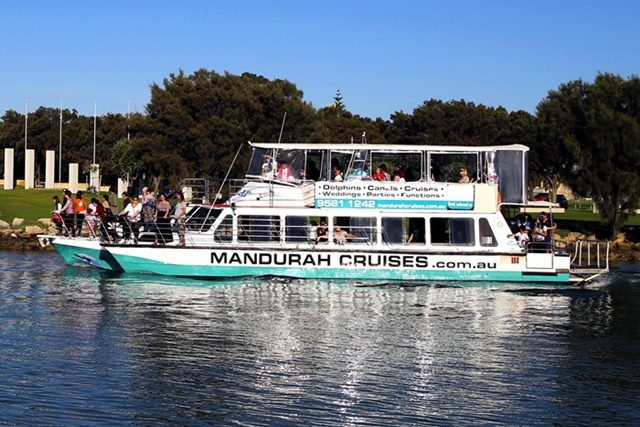 cruises,on,the,Mandjar