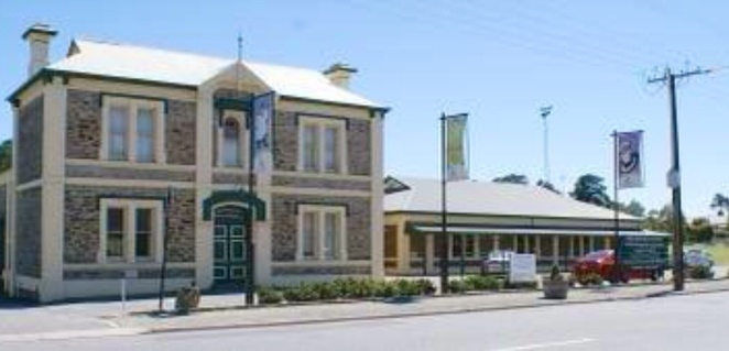 Gumeracha & District Town Hall, Gumeracha Antique Fair, antique and Collectables fair, Adelaide hills, Antiques, jewellery, gold and silver, books, toys, china