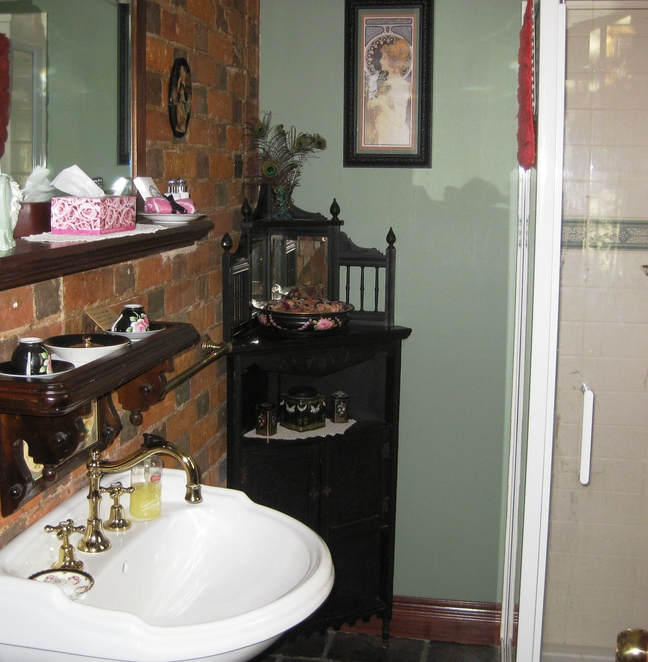 King's Own Inn, New Norfolk, B n B, bathroom, romantic, heritage, tasmania
