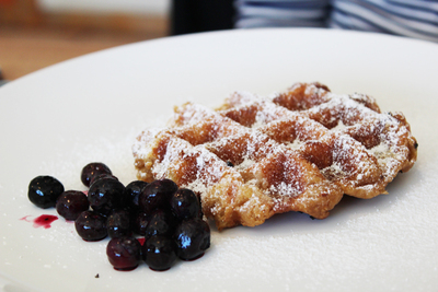 pearls diner, la waffle, belgian waffles, waffles with berries