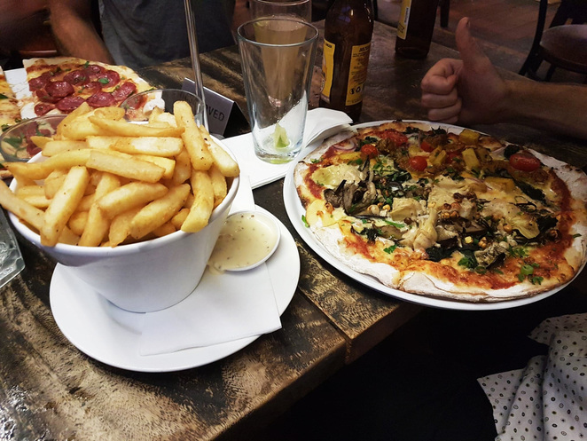 Burrow; West End; Russell Street; Pizza; Cider; Dinner; Lunch