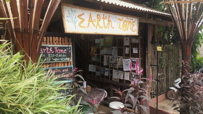earth tone restaurant, pai, vegan, vegetarian, organic, healthy, food, thailand
