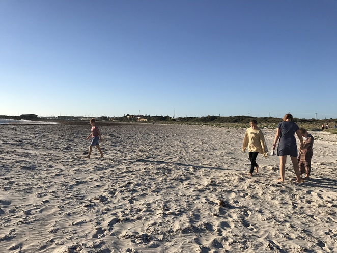 beach games for kids, autumn at the beach, free things to do at the beach, entertaining kids at the beach, winter beach games