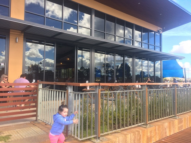 Byford restaurants, Byford Cafes, Byford breakfast lunch and dinner, Lakeside restaurants Perth