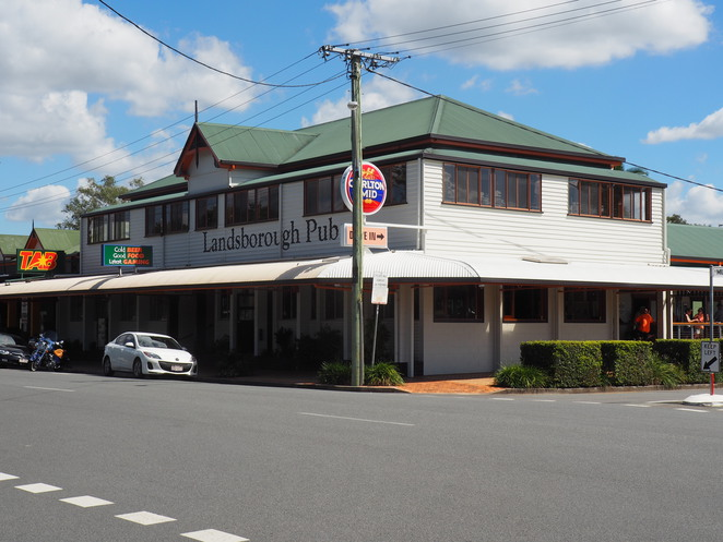 Landsborough Pub, Lunch, Cafe