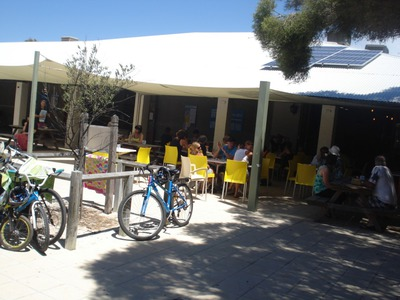 rottnest island restaurants, places to eat rottnest, geordies cafe