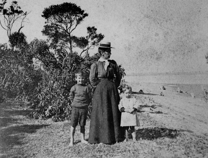 Woman and children on King Island 1890-1900 State Library Qld