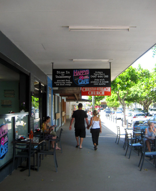 Bongaree has a little village centre with cafes and shops